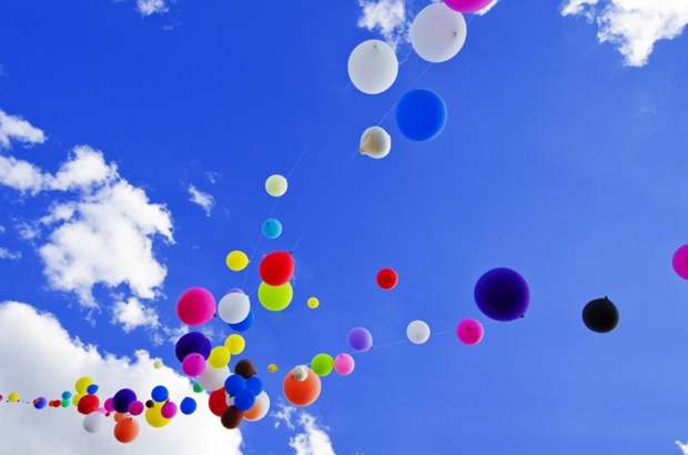 Colorful balloons on sky 1366x768 74125 normal620