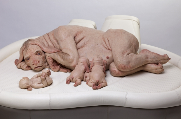 Patricia piccinini  the young family  2002. fotograf graham baring. courtesy kunstneren normal620