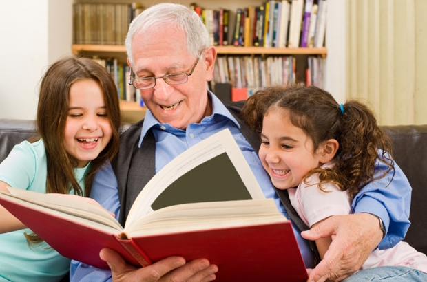 Istock 000012077881 grandparents reading normal620